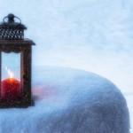 свеча на снегу